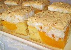 Delicioasa prajitura cu caise si bezea se prepara usor si este foarte savuroasa. Aroma caiselor combinata cu un blat pufos si un top de bezea obtinut din albusuri si fulgi de cocos, fac din acest desert un fabulos deliciu culinar. Ingrediente Prajitura cu caise si bezea: Blat: 6 galbenusuri de Romanian Desserts, Romanian Food, Baking Recipes, Cookie Recipes, Different Cakes, Sweet Pastries, Desert Recipes, Cake Cookies, Just Desserts