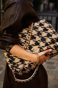 Ein Mädchen, ein Stil: bei Anaïs Bouchard in Paris - Mode Trends Popular Handbags, Cheap Handbags, Purses And Handbags, Popular Purses, Brown Handbags, Look Fashion, Paris Fashion, Fashion Bags, Fashion Outfits