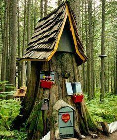 Decorate a tree stub like a mini house