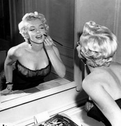 Marilyn Monroe in front of a mirror