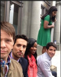 Ike Barinholtz (Morgan Tookers), Ed Weeks (Jeremy Reed), Xosha Roquemore (Tamra), Chris Messina (Danny Castellano) and Mindy Kaling (Mindy Lahiri) on the set of The Mindy Project.