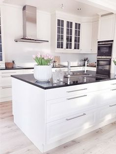 White kitchen cabinet with black countertop Kitchen Decor, Kitchen Inspirations, Home Decor Kitchen, Small Apartment Interior, Kitchen Interior, Home Kitchens, Kitchen Remodel Small, Kitchen Remodel, Kitchen Dining Room