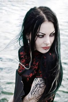This #Goth Geisha girl is a little unkempt, but that is still a great look. Don't want to be looking perfect all the time. Sometimes it is better rough around the edges.
