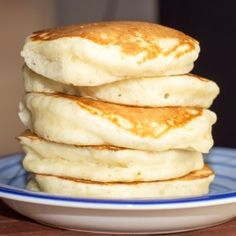 Fluffy Pancakes A photo of five super thick and fluffy pancakes stacked atop one another on a blue plate.A photo of five super thick and fluffy pancakes stacked atop one another on a blue plate. Breakfast Desayunos, Breakfast Dishes, Breakfast Recipes, Breakfast Ideas, Pancake Recipes, Brunch Ideas, Pancake Ideas, Brunch Menu, Donut Recipes