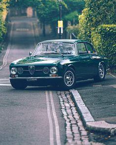 Alfa Cars, Alfa Romeo Cars, Retro Cars, Vintage Cars, Alfa Bertone, Alfa Romeo Gtv 2000, Alfa Giulia, Custom Cafe Racer, Rims And Tires