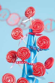 Un árbol de piruletas! Via blog.fiestafacil.com / A lollipop tree! Via blog.fiestafacil.com