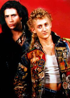 Dwayne and Marko (Billy Wirth and Alex Winter) Lost Boys Movie, The Lost Boys 1987, Billy Wirth, Alex Winter, Matthew Gray Gubler, Film Stills, Keanu Reeves, Book Of Life, Punk Fashion