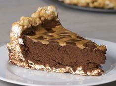 A chocolate peanut butter popcorn pie proving that every pie would truly be better off with a popcorn crust. Chocolate Chip Cookies, Chocolate Avocado Brownies, Magic Chocolate, Chocolate Dipped, Mint Chocolate, Chocolate Recipes, Oreo, Ice Cream Taco, Peanut Butter Popcorn