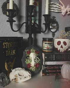 44 Astonishing Witchy Apartment Decor Ideas To Try Asap Goth Home Decor, Diy Home Decor, Gypsy Decor, Wicca, Gothic Interior, Interior Office, Modern Interior, Interior Design, Gothic Bedroom
