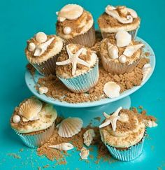 Cupcakes have replaced the role of traditional wedding cake these days. Since more people love simplicity, wedding cupcakes become a favorite treat for most couples. This cake is more portable due to its size. Beach Theme Cupcakes, Sea Cupcakes, Themed Cupcakes, Seashell Cupcakes, Beach Wedding Cupcakes, Wedding Cakes, Wedding Beach, Party Cupcakes, Beach Themed Desserts