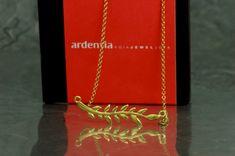 Gargantilla de nuestra colección Fento, en plata 925 (de Ley), con acabado chapado en oro de 18 quilates