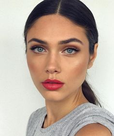 Red lip & matte bronze eye @petronellanilsson