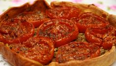 'Tarte aux tomates'. Dit is mijn allerliefste en meest klaargemaakte recept, gemakkelijk, snel klaar, ziet er heel wat uit en is superlekker. Het recept ervan...
