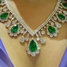 Outstanding of the green. #primusjewelry #charupetch #diamonds