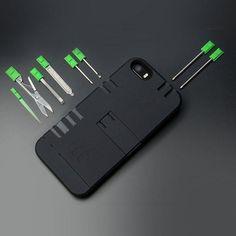 Hätte MacGyver damals ein iPhone 5 besessen, dann wäre dies definitiv die Schutzhülle dafür gewesen. Denn die 9 integrierten Tools wie bspw. Kugels... DMX10978.1