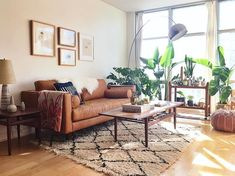 Recamier: know what it is and how to use it in decoration with 60 ideas - Home Fashion Trend Boho Living Room, Living Room Sofa, Home And Living, Living Room Furniture, Brown Leather Sofa Living Room Decor, Dining Room, Cottage Living, Small Living, Modern Living