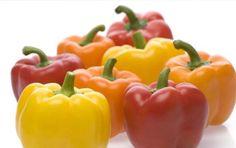 Peperoni: benefici, proprietà nutrizionali e controindicazioni - I peperoni hanno benefici, proprietà nutrizionali e controindicazioni diverse per la salute dell'organismo. Quali sono le loro caratteristiche? Scopriamole.