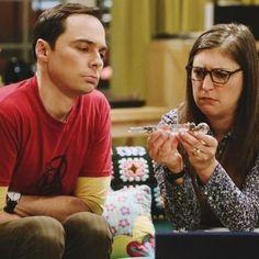 Big Bang Theory Characters, The Big Band Theory, Mayim Bialik, Jim Parsons, Bigbang, Bangs, Tv Series, Memes, Couple Photos