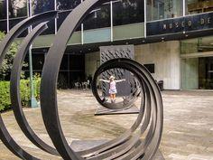 Escultura na porta do Museu de Arte Moderna da Cidade do México!