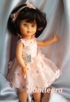 Es tiempo de graduaciones y fiestas de fin de curso   así que Nancy tambien estrena modelito para la ocasión ,   Un vestido de plena mo...