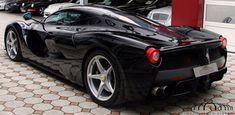 Limitado a 500 ejemplares, el Ferrari LaFerrari se ha convertido en uno de los modelos más exclusivos de la firma de Maranello y por ende es bastante frecuente ver alguna unidad a la venta en un mero ejercicio de especulación. Sin embargo, el Ferrari LaFerrari Fernando Alonso que está a la venta en el concesionario alemán 'Auto Salon Singen' ha activado todas las alarmas por su ilustre apellido.