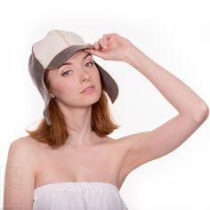 Čiapka do sauny Tankista 100 % vlna  Ak ste pravidelným návštevníkom sauny určite potrebujete klobúk do sauny. Čiapka je vynikajúca voľba ako si ochrániť vašu hlavu a spríjemniť si pobyt v saune.  Originálny, vlnená čiapka s motívom tankistu.    Klobúk je na dotyk veľmi jemný. Je vyrobený z prírodnej plsti – 100 % ovčej vlny.  Je ekologický. Znižuje potenie na hlave. Chráni vaše vlasy. Netradičný dizajn. Hats, Beauty, Fashion, Moda, Hat, Fashion Styles, Beauty Illustration, Fashion Illustrations, Hipster Hat