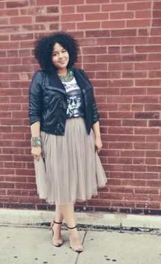 Chiffon skirt, printed tee, cute heels= Cute look! Leather jacket if it's chilly :O
