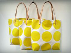 Tote bag tutorial with leather handles. Great sewing tutorial for beginners! These make great gifts!