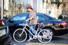 #MFW2014 Buongiorno Milano!Que les parece...moverse en bicicleta con tacones...es lo mas cool...¡¡