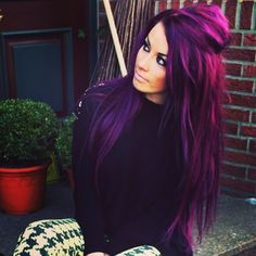 What you need to know about purple hair color - best hairstyles for Was Sie über lila Haarfarbe wissen müssen – Beste Frisuren Frauen What you need to know about purple hair color - Dark Purple Hair, Hair Color Purple, Cool Hair Color, Red Color, Purple Hair Styles, Magenta Hair Dye, Dark Hair With Color, Deep Violet Hair, Dark Red