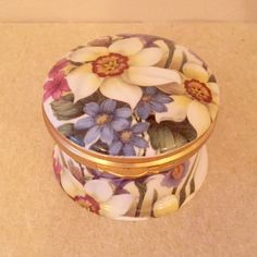 New Listing ~ Pretty China Trinket Pot / Pill Box. Perfect for storing earrings. Soooo pretty #etsyuk #etsy #trinketpot #trinketbox #vintagetrinketpot #jewellerystorage #jewelleryholder #vintagepot #englishchina #chinapot