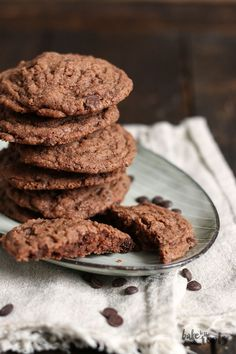 Double Chocolate Chip Cookies mit hartgekochten Eiern | Bake to the roots