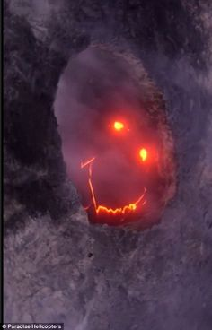 Hawaii volcano appears to show off a red hot grin complete with glowing eyes | Daily Mail Online