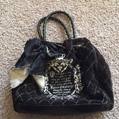 Juicy couture Velour Handbag This is a great authentic Juicy Handbag! It's the perfect size for all your things! It is in great condition, and even has a mirror attached. Juicy Couture Bags Shoulder Bags