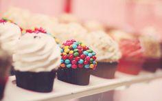 1024x640px Delicious Cupcakes Wallpaper | #341970