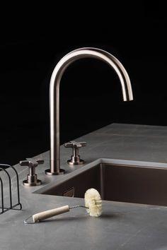 Lanesto Urban Cannes rond en spoelbak in de kleur Copper. Het keukenblad is keramiek Rio Brown. Kitchen Interior, Kitchen Design, Copper Metal, Countertops, Sink, Urban, Cupboards, Affair, Kitchens