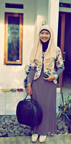 Before going to Kuala Lumpur #hijab #dress #batik #blazer #indonesia