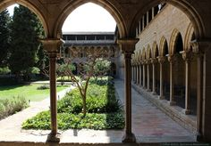 Easter is near! So time to show you a religious site on #BCNMuseumsWednesday!  But no - not Sagrada Familia: way too easy! ;)  I want to present you the Monastery of Pedralbes in #Barcelona. A little gem and the right thing to visit on this long easter weekend!