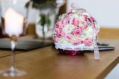 Rosarot mit eleganter Schleife! ... Ich liebe solche Close Up's mit geringer Tiefenschärfe!  http://www.mama-wedding.de