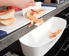 Die Auffangschale für Küchenabfälle ist ein praktisches Geschenk für die Eltern oder Großeltern und eine tolle Geschenkidee für jeden Hobbykoch.