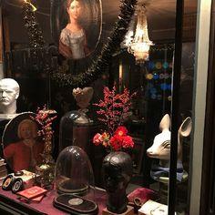 La vitrine. Christmas Window Display #RydengOslo #Art #curiosities