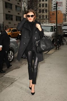 miranda kerr in full black / winter look