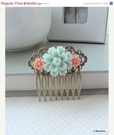 BLACK FRIDAY SALE Soft Light Mint Green Rose, Pink Daisy Flower Collage Hair Comb, Bridesmaids Gift. Bridal Wedding Comb. Vintage Style. Co