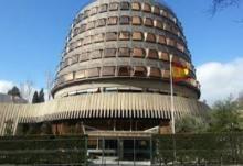 UGT també s'apunta a desafiar el Tribunal Constitucional i ignorar les seves sentències. El sindicat ha decidit que no acatarà la sentència dels famosos 12 jutges que suspèn part de la llei d'igualtat de Catalunya. La suspensió, una de les tantes forçades pel govern espanyol mitjançant un recurs, tomba sis articles amb el pretext que envaeixen competències estatals en matèria de legislació laboral.