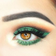 Green Smokey Eyes Makeup A woman with amber eyes is lucky as it is a rare natural eye color. Discover the best eyeshadow color combos for the prettiest makeup. Best Eyeshadow, Green Eyeshadow, Makeup For Green Eyes, Colorful Eyeshadow, Eyeshadow Looks, Green Smokey Eye, Smokey Eyes, Smokey Eye Makeup, Amber Eyes