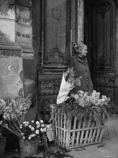 Gjon Mili - Elderly Woman Selling Flowers Outside Gallerie du Bac, Paris. S)