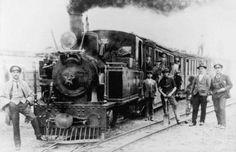 El pequeño tren del ramal ferroviario Linares-Panimavida en la estación Colbún, VII Región del Maule