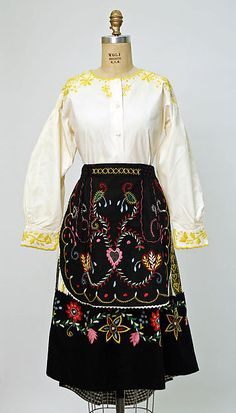 Historical fashions from the past, with a focus on clothing. Rare Clothing, Historical Clothing, Folk Clothing, Portuguese Culture, Folk Fashion, Costume Institute, Folk Costume, Textiles, Mi Long
