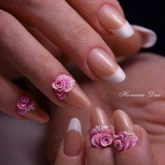 Белый френч с красивыми объемными цветами фото