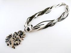 Collar Gran Cordelia Gris por PetraStoneJoyas en Etsy,